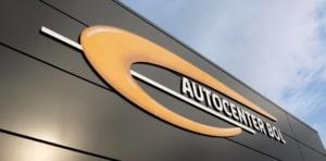 Detail Gevel Autocenter Bol met logo